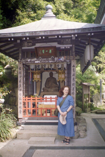 Elinor by the Hoichi Shrine